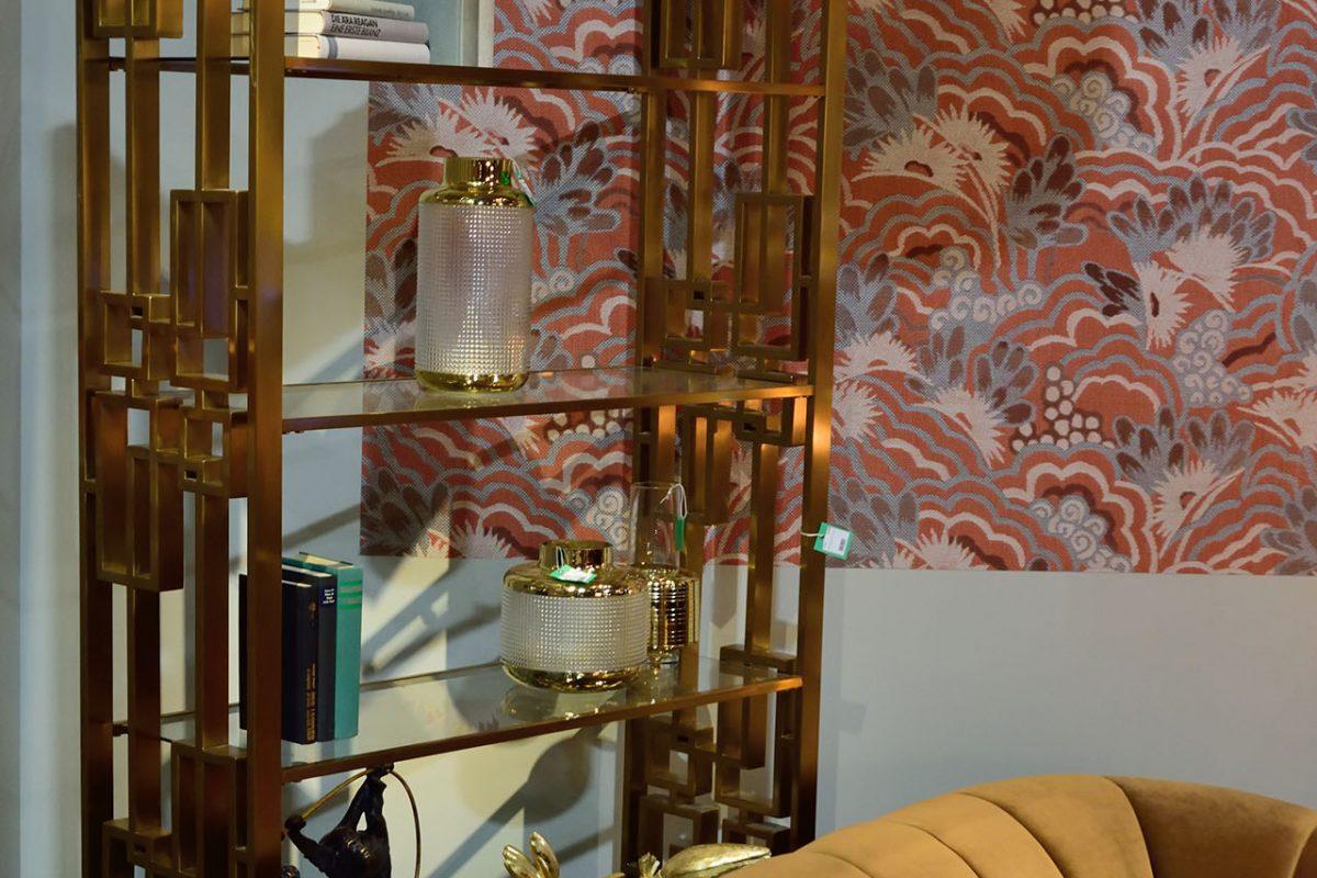 Фото со стенда производителя мебели и аксессуаров Каre design.